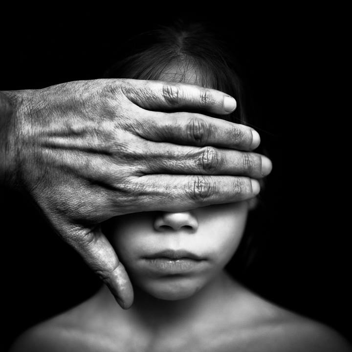 Be careful, world's crazy © Benoit Courti