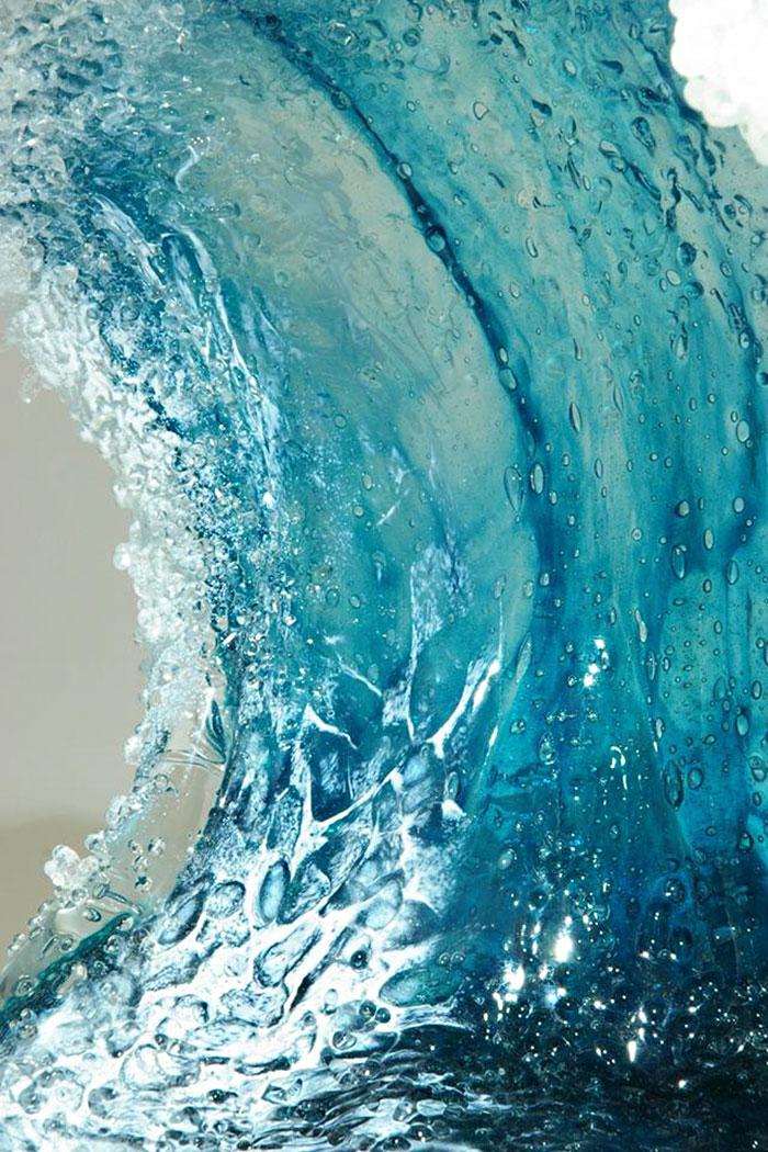 Détail vague et verre © Blaker – DeSomma