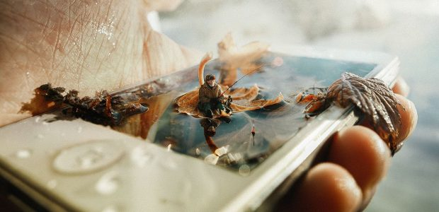 Homme et téléphone © Dmitry Rogozhkin