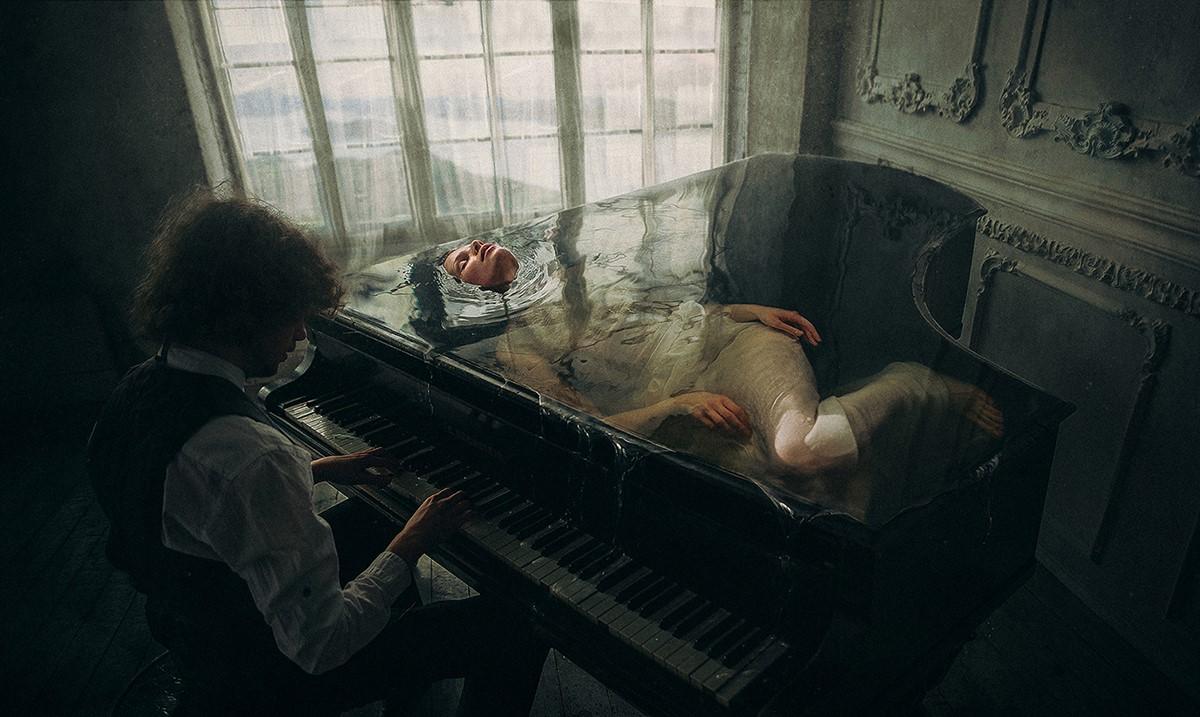 Piano et eau © Dmitry Rogozhkin