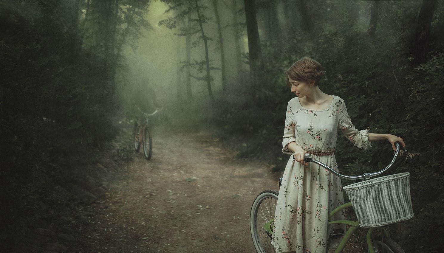 Cyclistes en forêt © Dmitry Rogozhkin