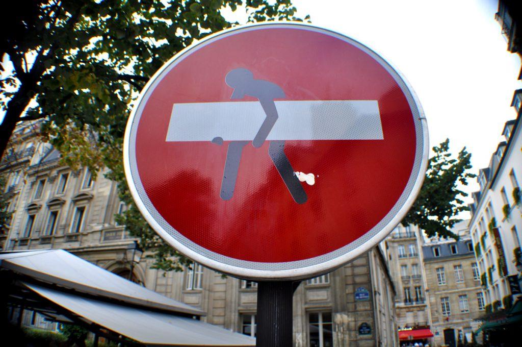 Le désormais célèbre panneau Stop détourné