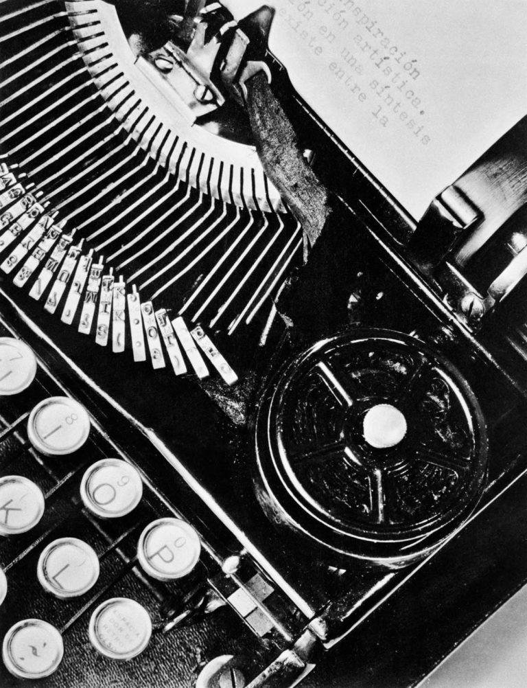 Machine à écrire, Tina Modotti, 1928